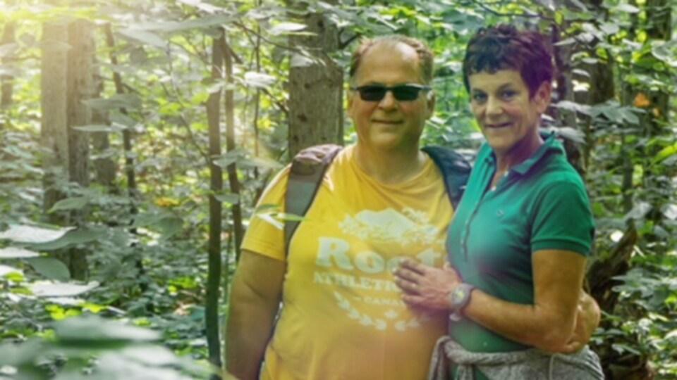 Alain et Martine dans la forêt