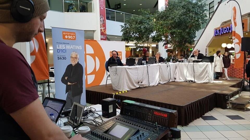 L'émission des Matins d'ici à la Place du centre pour le 40e Salon du livre de l'Outaouais.