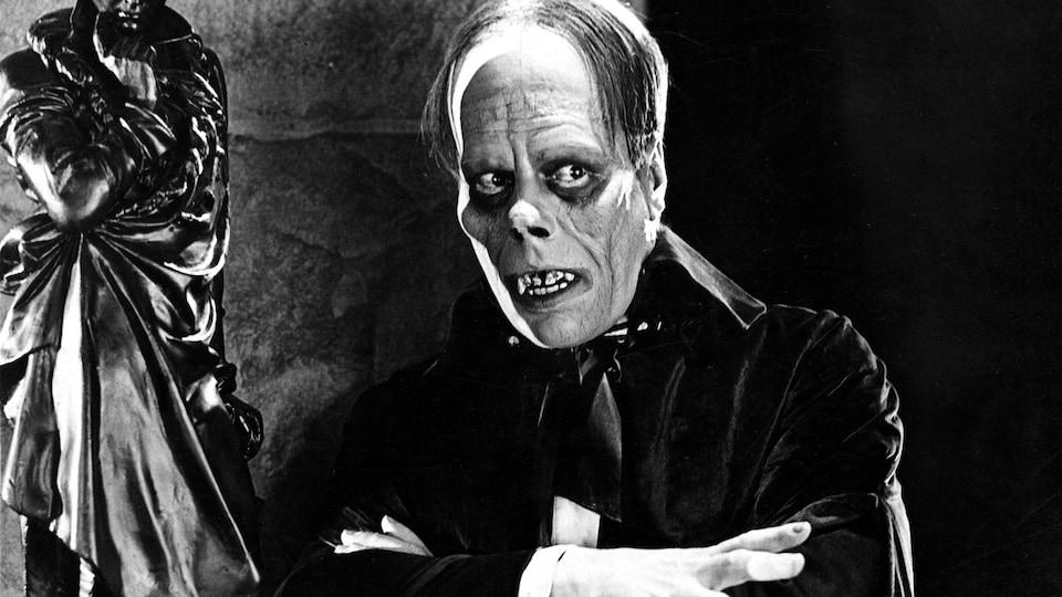L'acteur américain de l'époque muet, en maquillage dans le rôle du Fantôme de l'opéra.