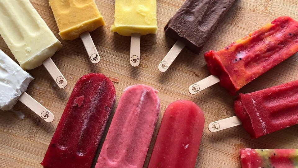 Des sucettes glacées faits à partir de vrais fruits.