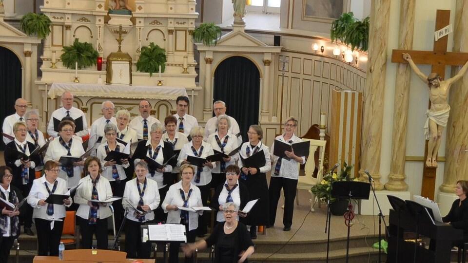 Les membres de la chorale La clé des chants à Nipissing Ouest