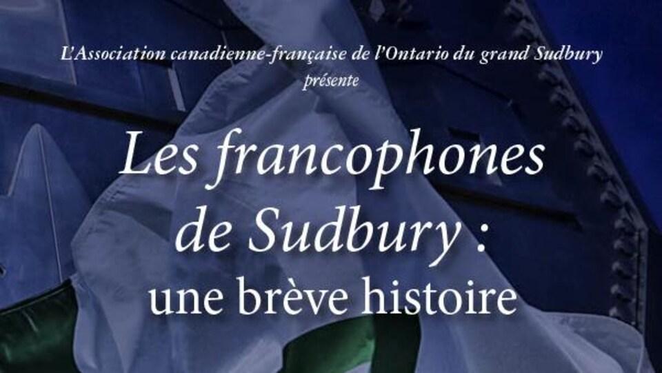 Page couverture du livret; titre présenté sur un arrière-plan du drapeau franco-ontarien et du gros cinq cenne de Sudbury