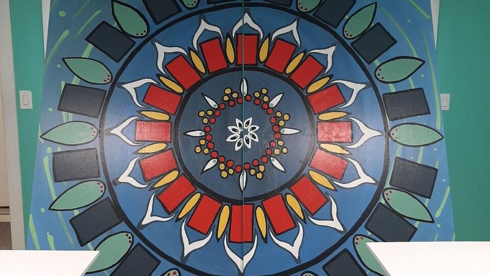 Une image kaléidoscopique évoque la lecture avec des formes symétriques.