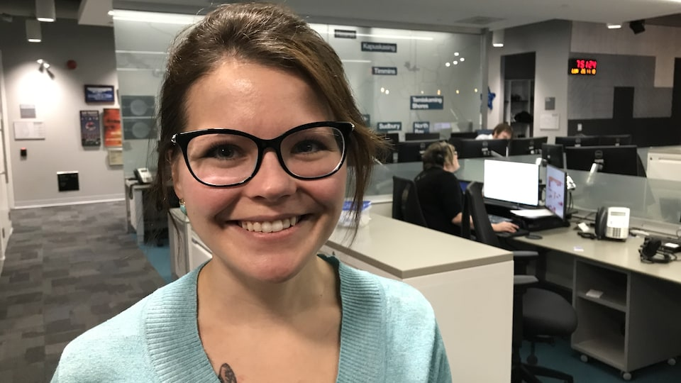 Sonia Lamontagne dans les bureaux de Radio-Canada à Sudbury