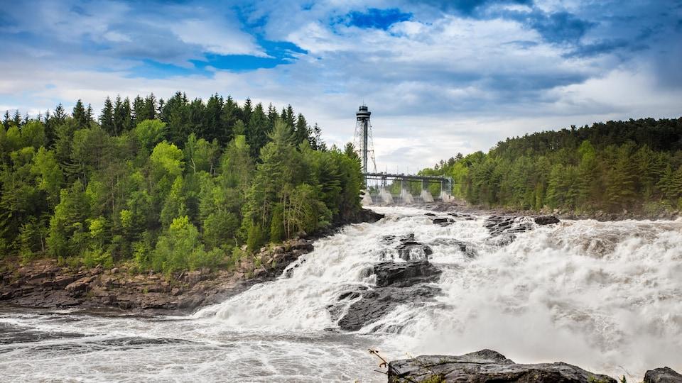 Les chutes d'eau de Shawinigan, situées sur la rivière Saint-Maurice.