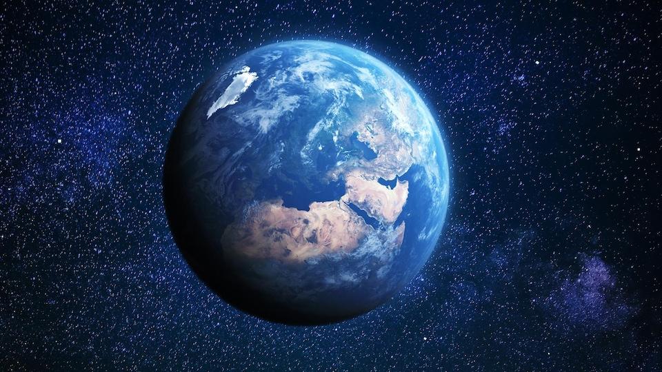 La planète Terre apparaît dans l'espace.
