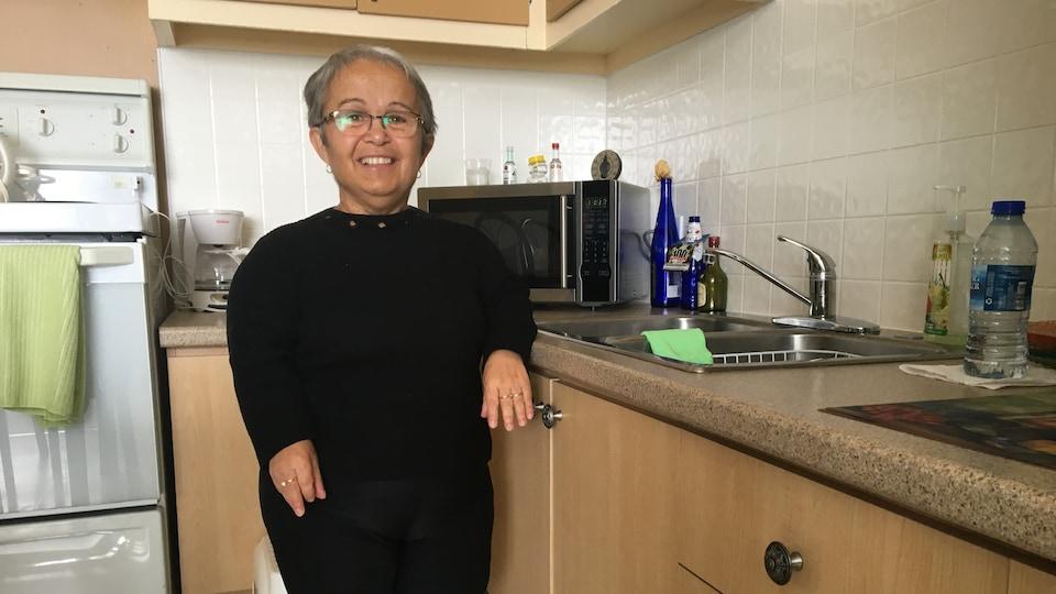Micheline Turcotte dans sa cuisine adaptée