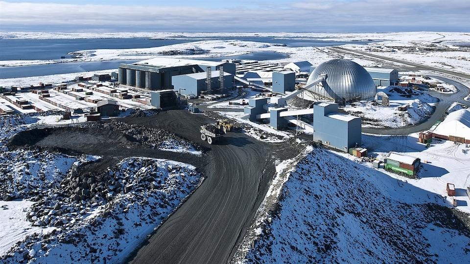 Dôme d'entreposage de la mine Meadowbank au Nunavut.