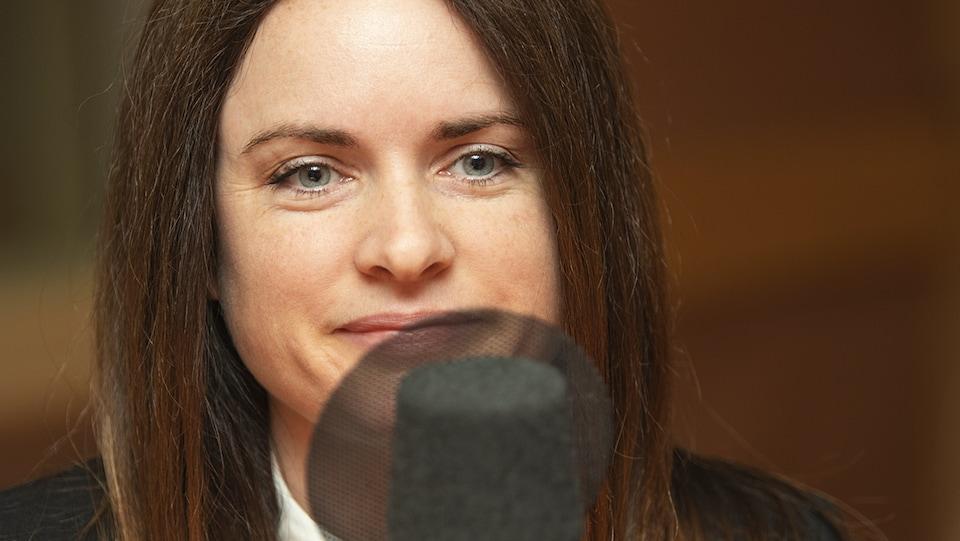 Milaine Alarie au micro de Catherine Perrin.