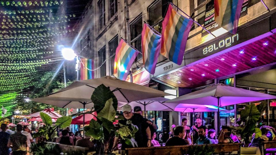 Devanture du Saloon Bistro Bar, à Montréal.