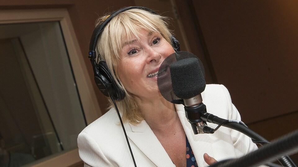 Bénédicte Ann au micro de Catherine Perrin