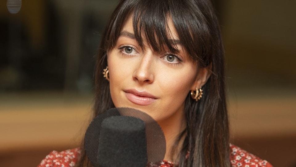 Rosalie Bonenfant au micro de Catherine Perrin.