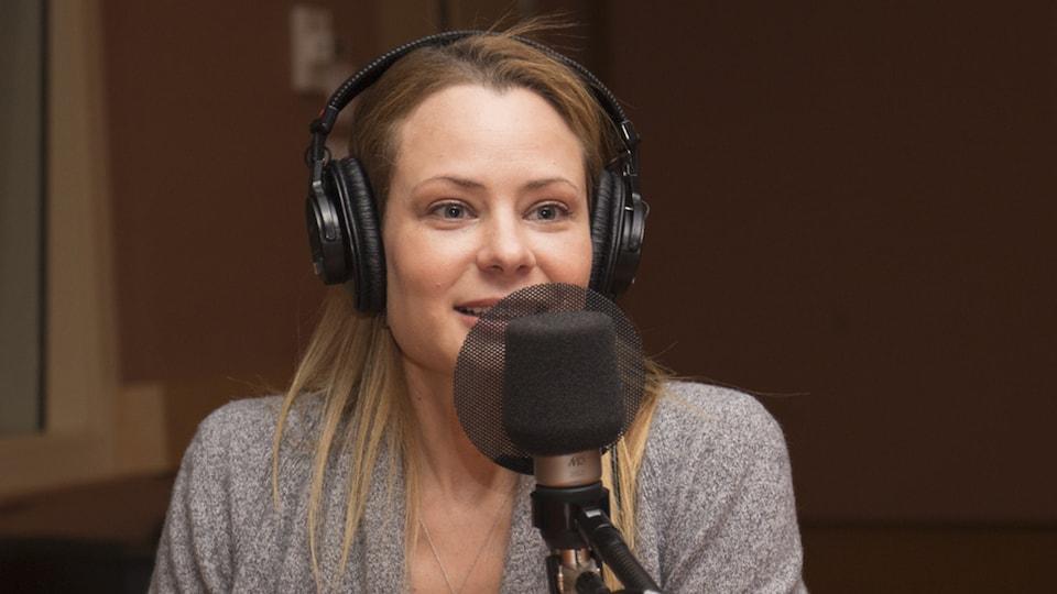 Catherine-Anne Toupin au studio 18 de Radio-Canada, à Montréal, le 8 janvier 2018