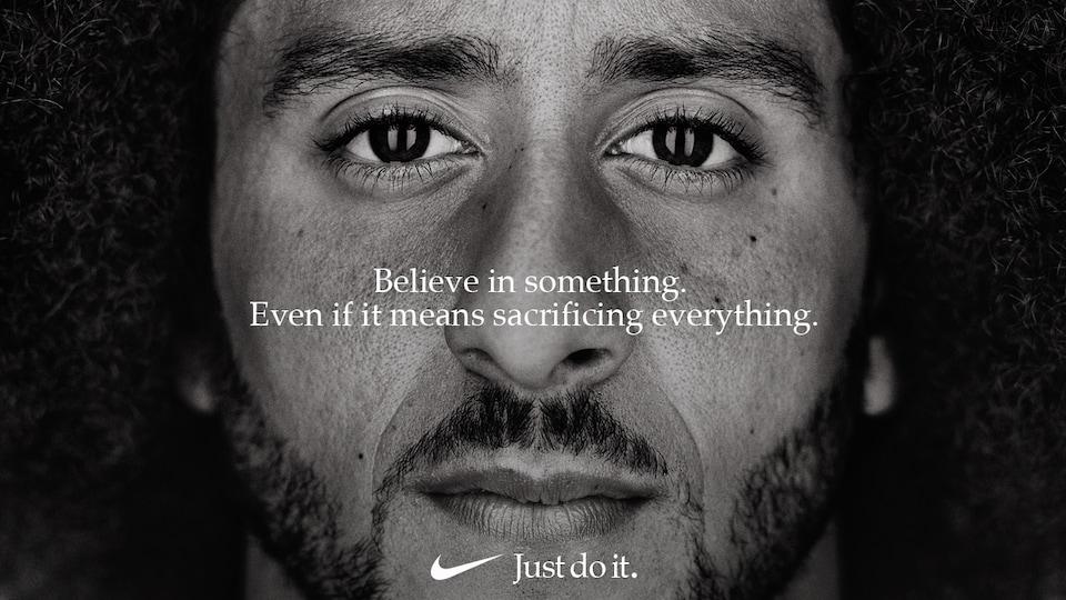 Colin Kaepernick dans la nouvelle campagne publicitaire de Nike.