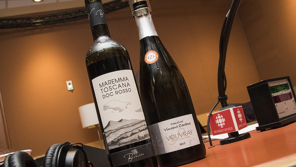 Gros plan sur les bouteilles de Domaine Vincent Carême Brut et de - Berretta Maremma Toscana