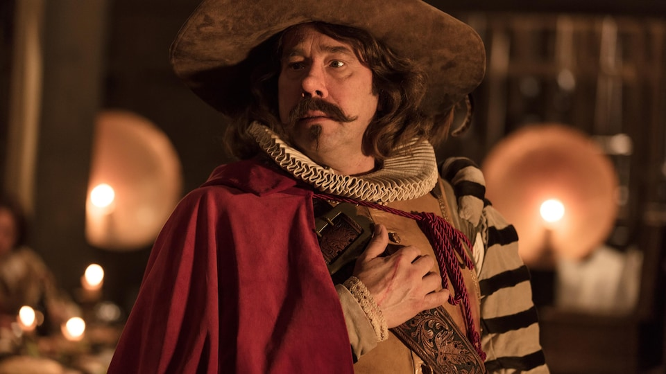 Olivier Gourmet revêt le costume de Cyrano de Bergerac dans <i>Edmond</i>, d'Alexis Michalik.