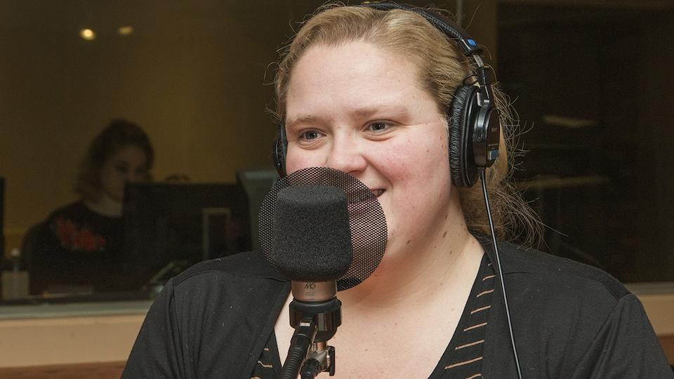 Debbie Lynch-White au micro de Catherine Perrin