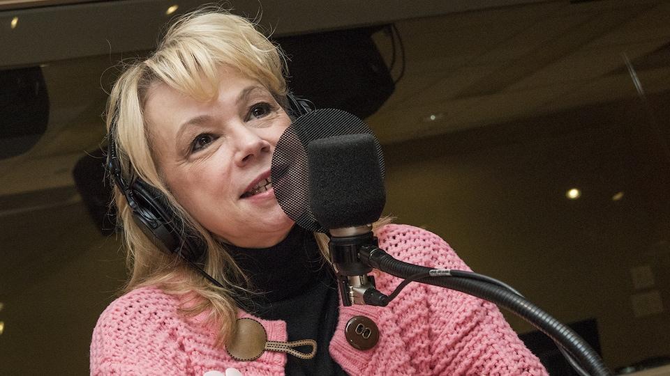 Martine St-Clair au micro de Catherine Perrin