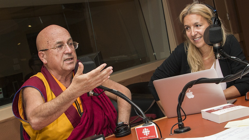 Matthieu Ricard et Sonia Lupien au micro d'Isabelle Craig