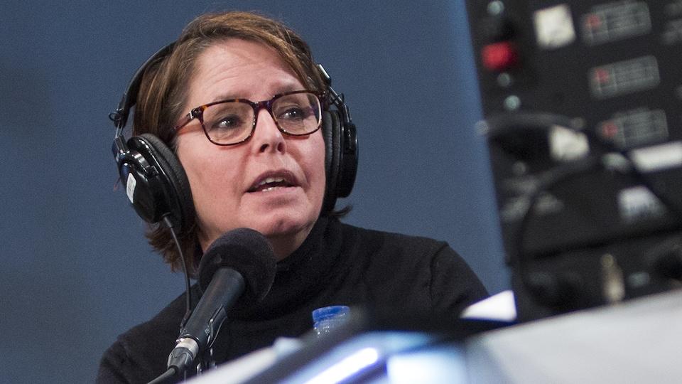 Michèle Ouimet au micro de Catherine Perrin