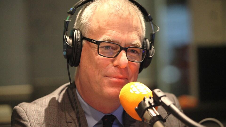 Peter Simons au micro de Marie Grégoire