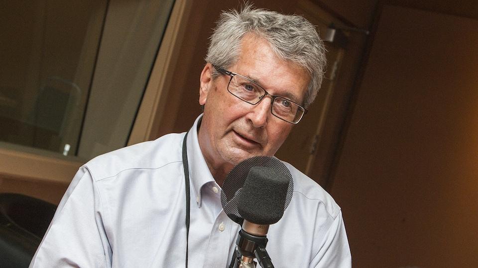 Pierre Bélanger au micro de Catherine Perrin