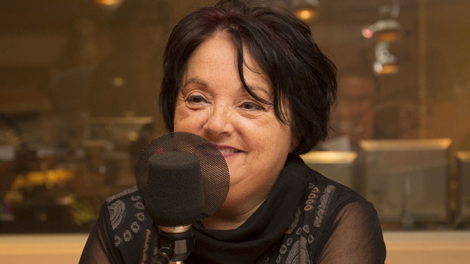 La psychologue du travail Pierrette Desrosiers au studio 18 de Radio-Canada, à Montréal, le 20 novembre 2017