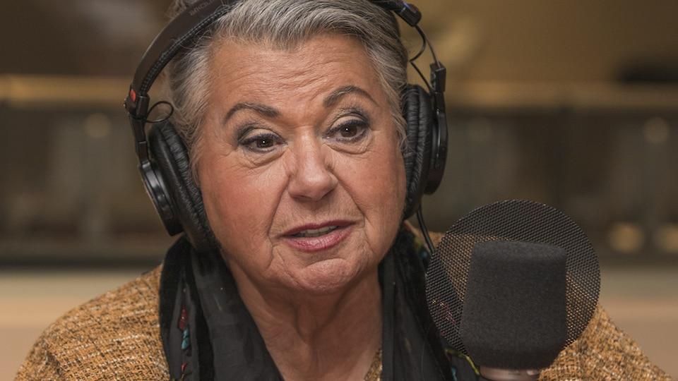 Ginette Reno au micro de Catherine Perrin.