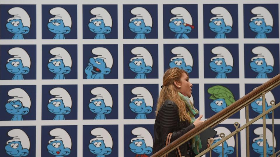 Une murale montrant les personnages des Schtroumpfs.