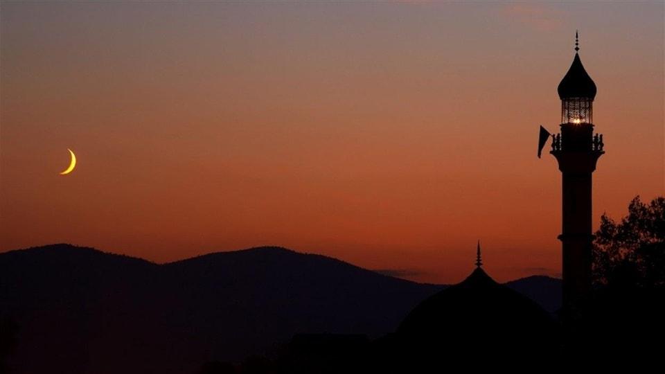 Une mosquée la nuit