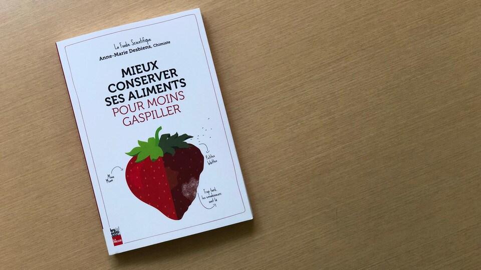 La couverture du livre Mieux conserver ses aliments pour moins gaspiller.