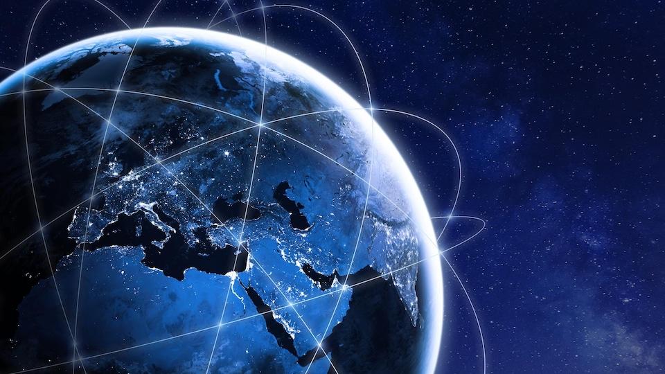 Des satellites sont en orbite autour de la Terre,