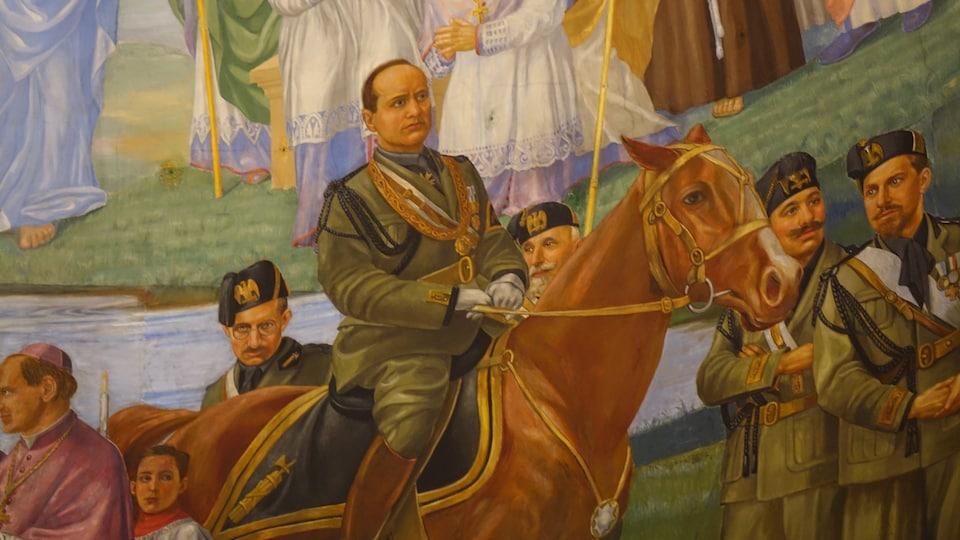 Peinture montrant Mussolini sur un cheval