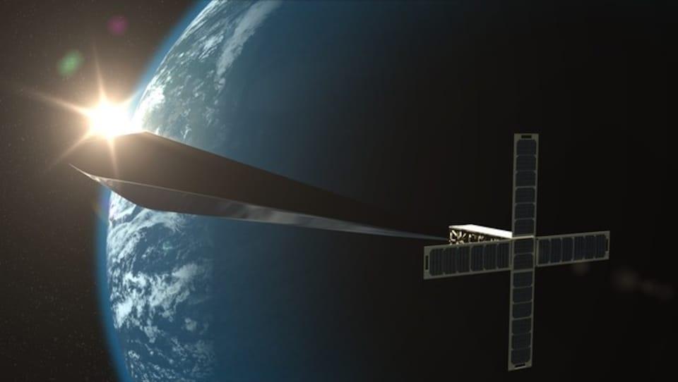 Le satellite Orbital Reflector et son créateur Trevor Paglen.