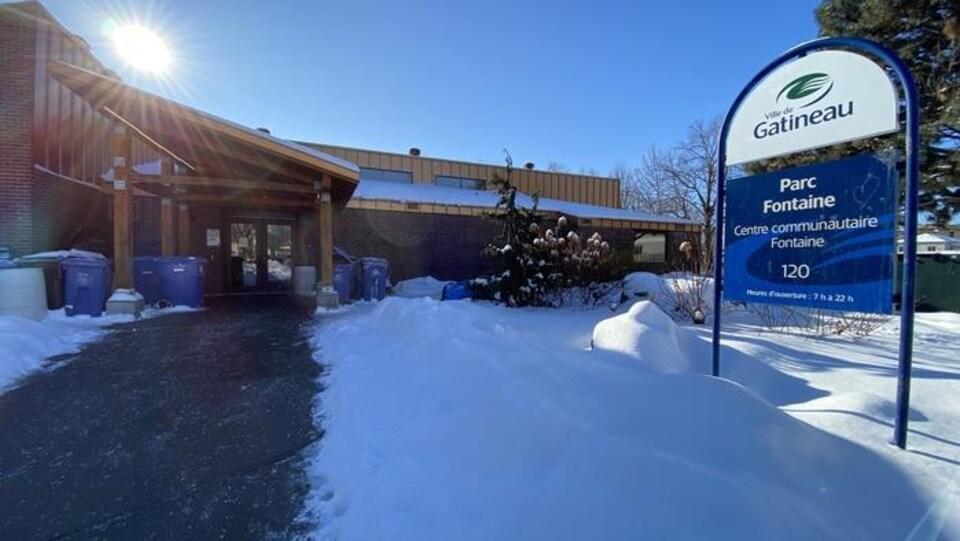 Le centre communautaire Fontaine en hiver.