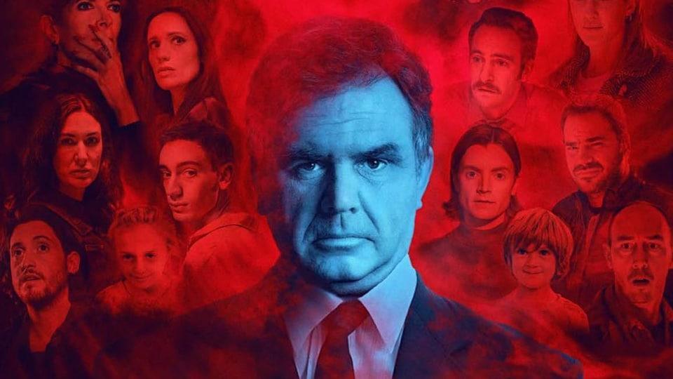 Des personnages flottes en rouge autour de la tête de Patrick Senécal.