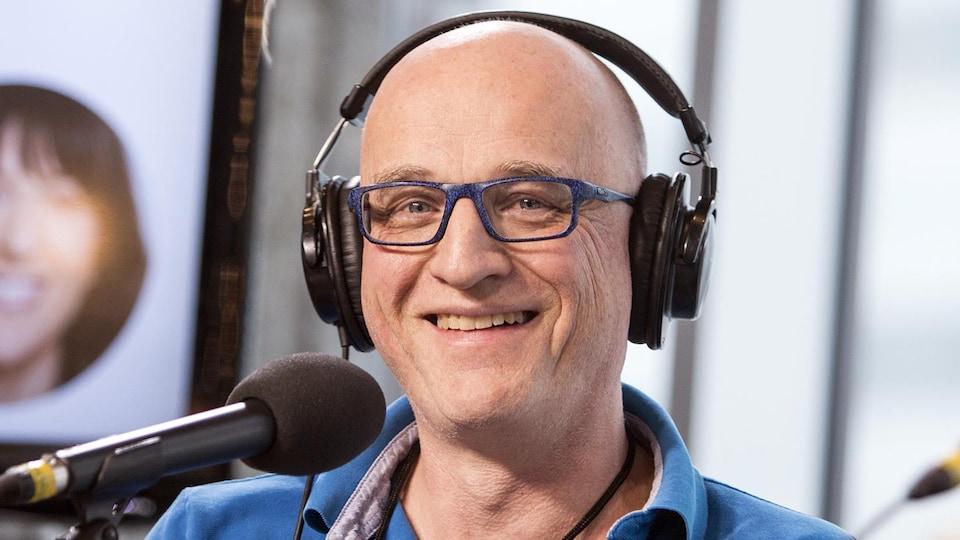 Le Dr Alain Vadeboncoeur sourit à la caméra.