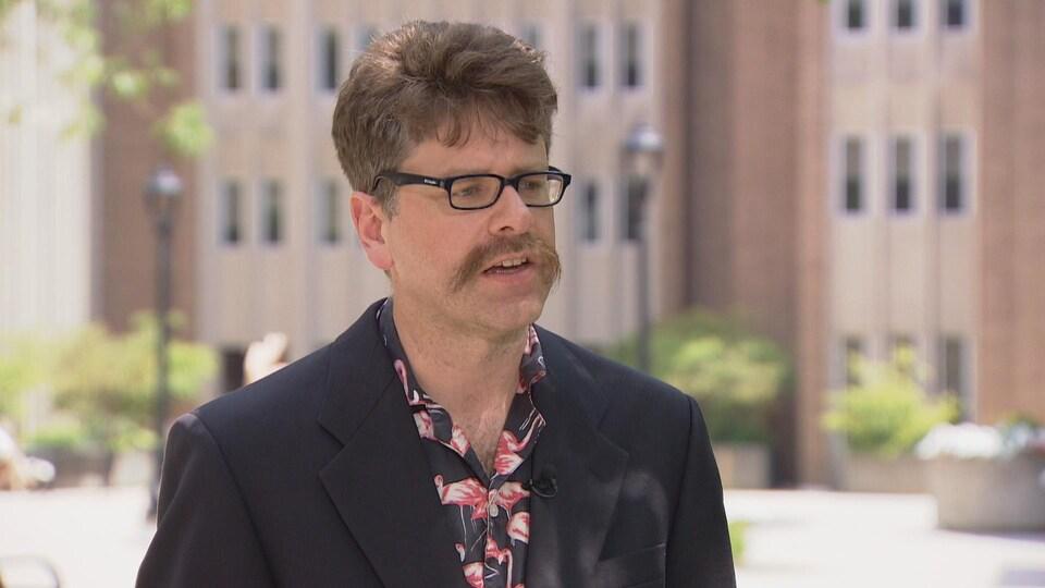 Peter Graefe, de l'Université McMaster de Hamilton.