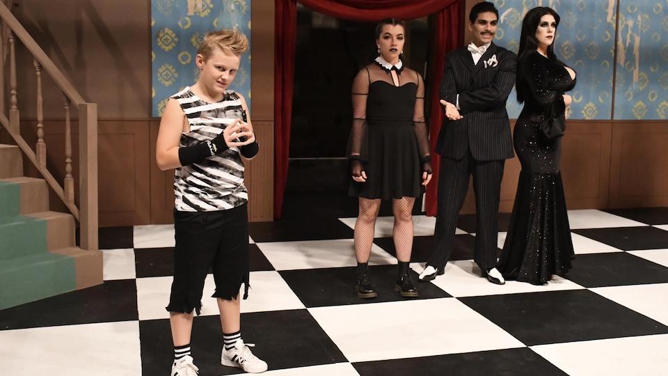 Comédiens d'une pièce de théâtre sur scène