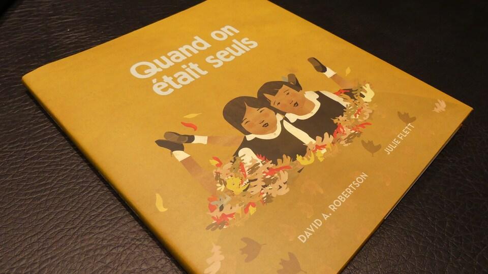 La couverture du livre Quand on était seuls, sur la vie dans les pensionnats autochtones