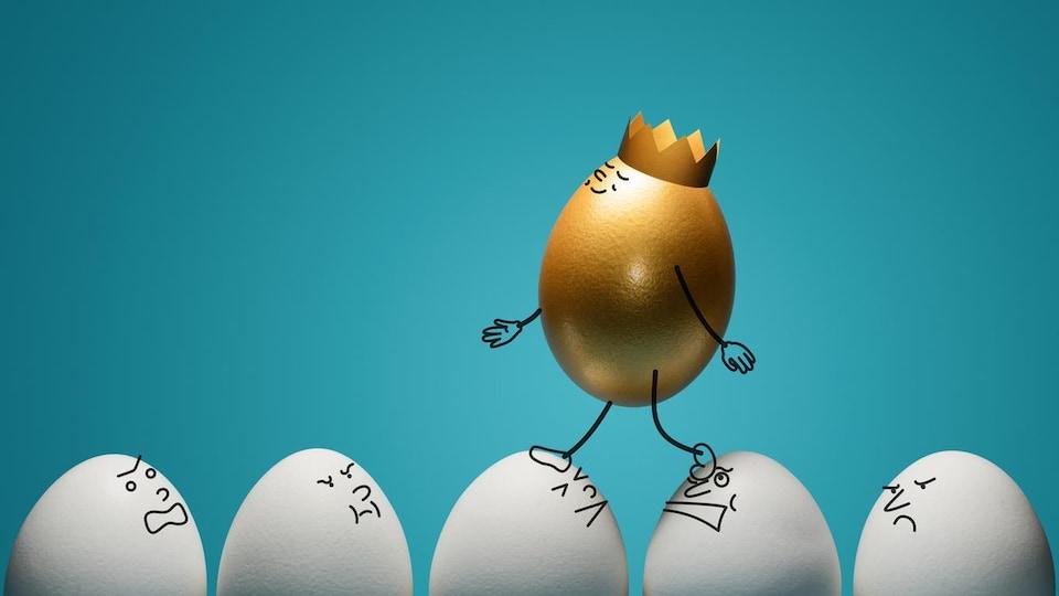 Illustration d'un œuf doré qui porte une couronne et qui marche sur d'autres œufs mécontents.