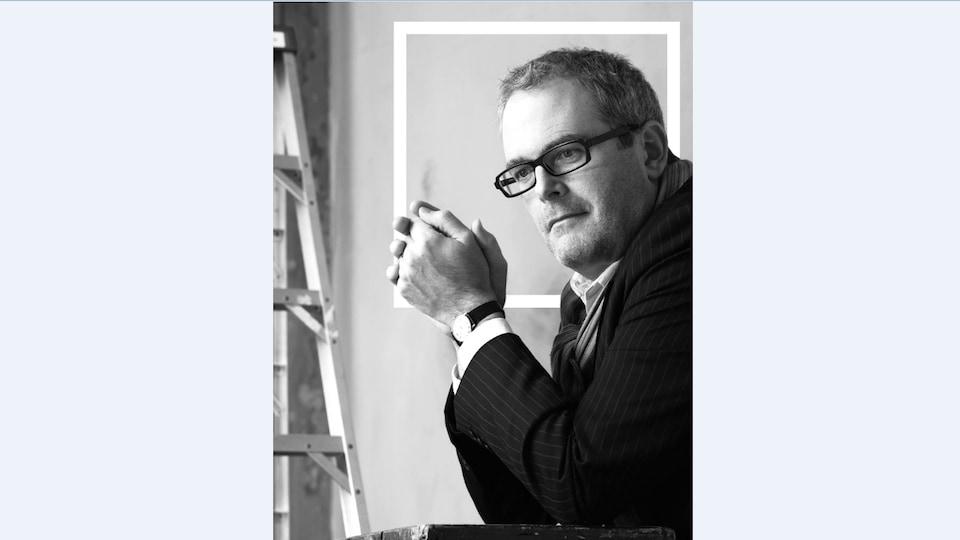 Photo en noir et blanc de Philippe Garneau, Président et Chef de Création chez GWP Brand Engineering
