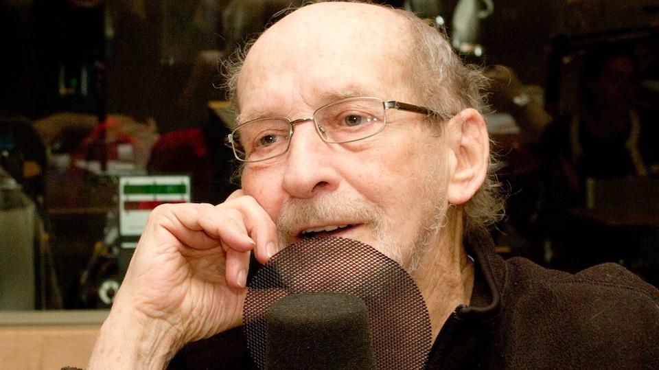 Le critique et auteur Claude Gingras