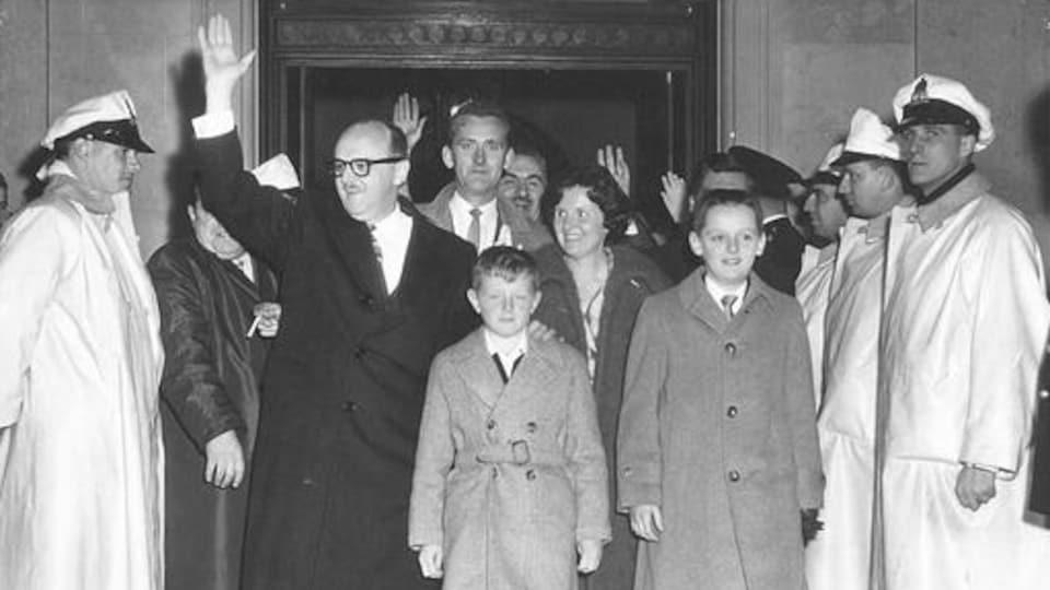Jean Drapeau à son arrivée à l'hôtel de ville, 24 octobre 1960