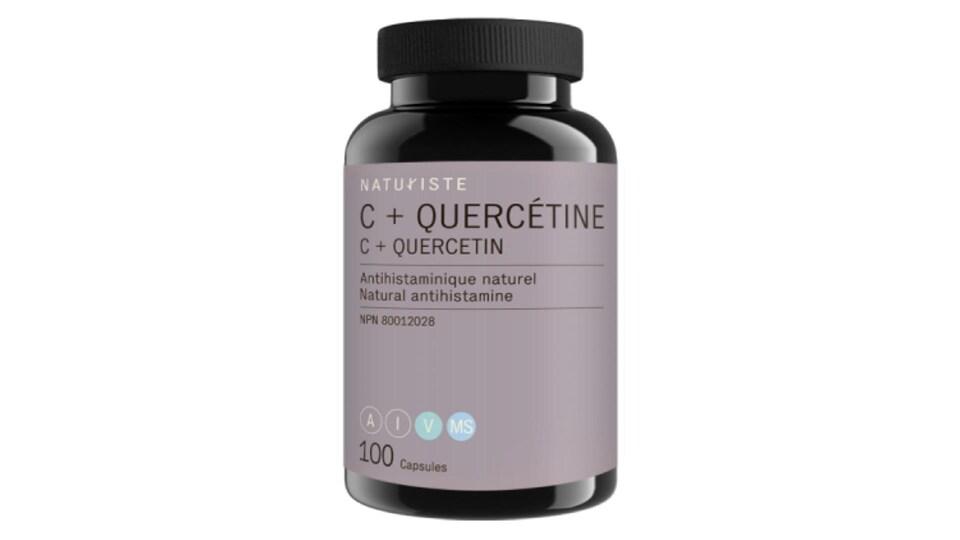 Une bouteille de médicaments portant une étiquette disant quercétine.