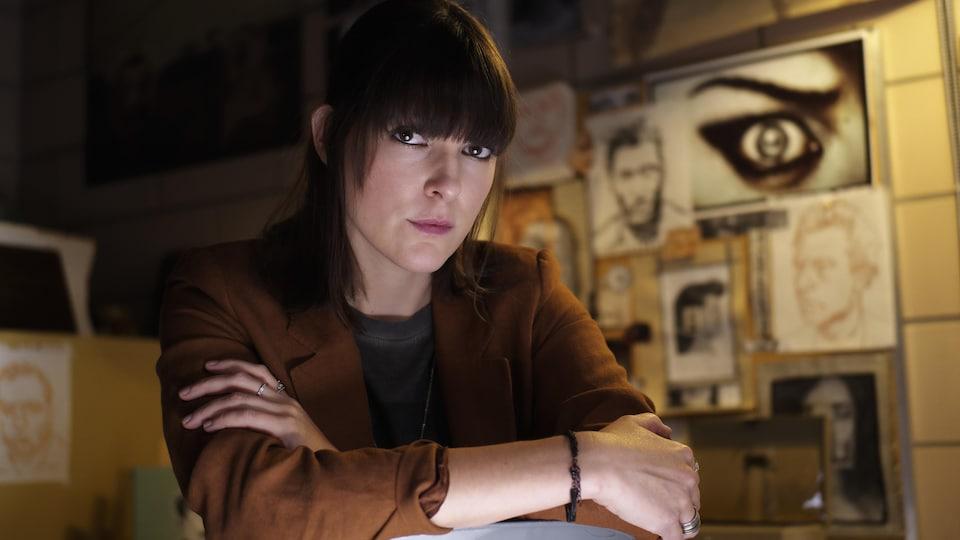 La comédienne Rachel Graton dans le rôle d'Ève Garance dans la série Portrait-robot.