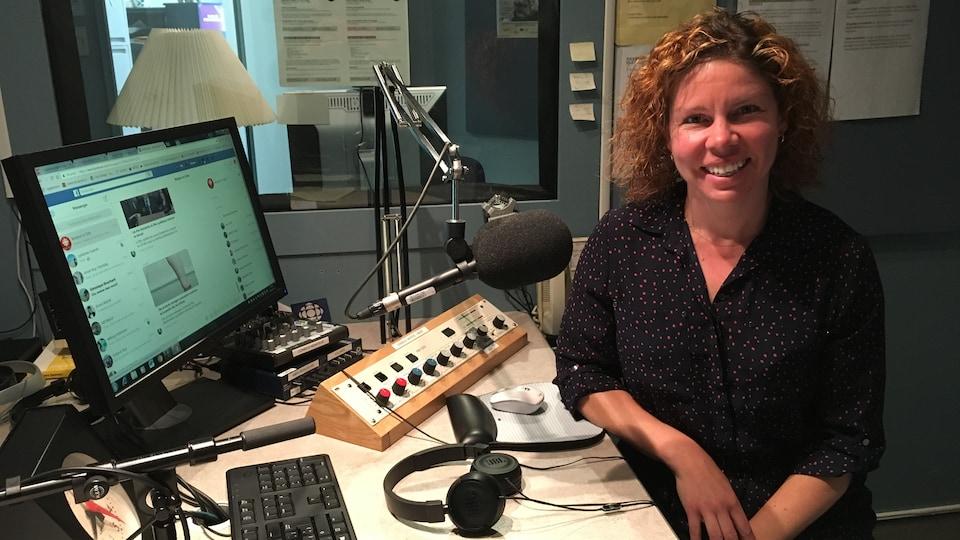 Réjeanne Lepage, fiscaliste chez Malette à Baie-Comeau (en studio à Radio-Canada Côte-Nord)