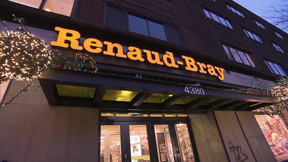 La façade d'une librairie Renaud-Bray.
