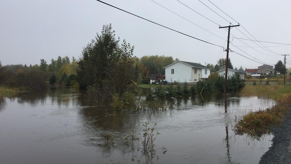 Plusieurs secteurs de l'Abitibi-Témiscamingue, dont le quartier D'Alambert à Rouyn-Noranda, ont été inondés par les fortes pluies des dernières heures.