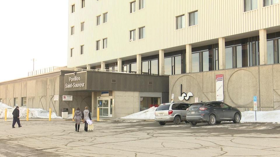Un photo de l'extérieur de l'hôpital de Val-d'Or.